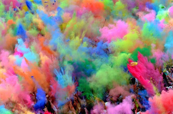 Colored_powder_throw